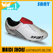 New Designed Durable and Anti-skid Fashionable Football Shoes with Soft PU Lining