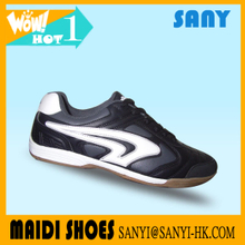 Stylish Designed Wholesale Cheap Black Sports Soccer/ Football Shoes for Men