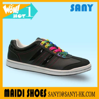 Wholesale fashion Classic Stylish Black PU Casual Skate Shoe with colorful shoelace for Woman