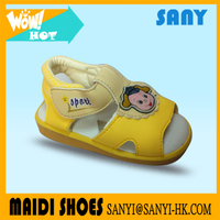 2017 Fashion Stylish Yellow Baby Flat Sandal Squeaky Shoes With Cute Cartoon Ornaments On Hot Sales