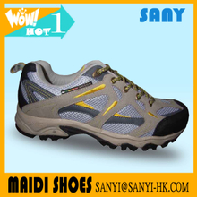Chinese Men's Breathable Anti-skid Hiking Shoes with Wear-resistant Outsole Direct from Factory
